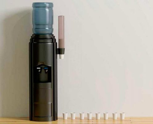 Más de 2.000 afectados por gastroenteritis tras beber agua embotellada en bidones
